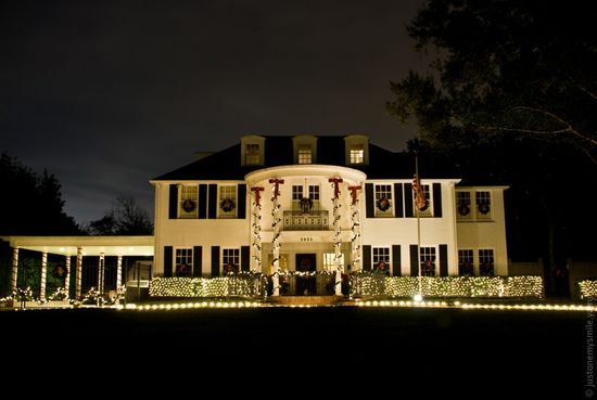 Как в Америке украшают дома к Рождеству