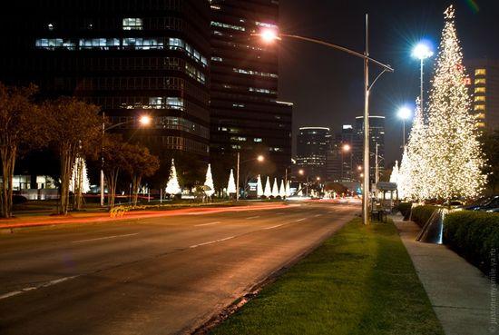 Улица американского города в Рождественские праздники