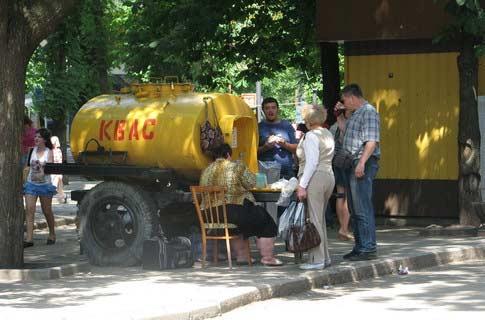 Желтая бочка с квасом во времена СССР