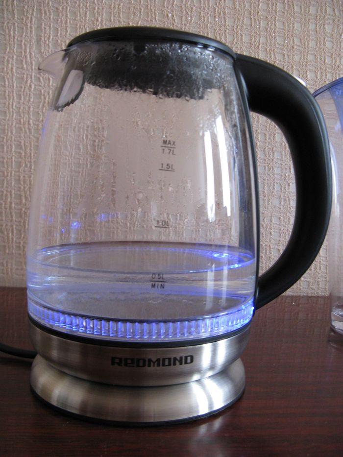 стеклянный чайник с подсветкой Redmond
