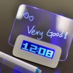 Цифровой будильник с доской объявлений и синей подсветкой
