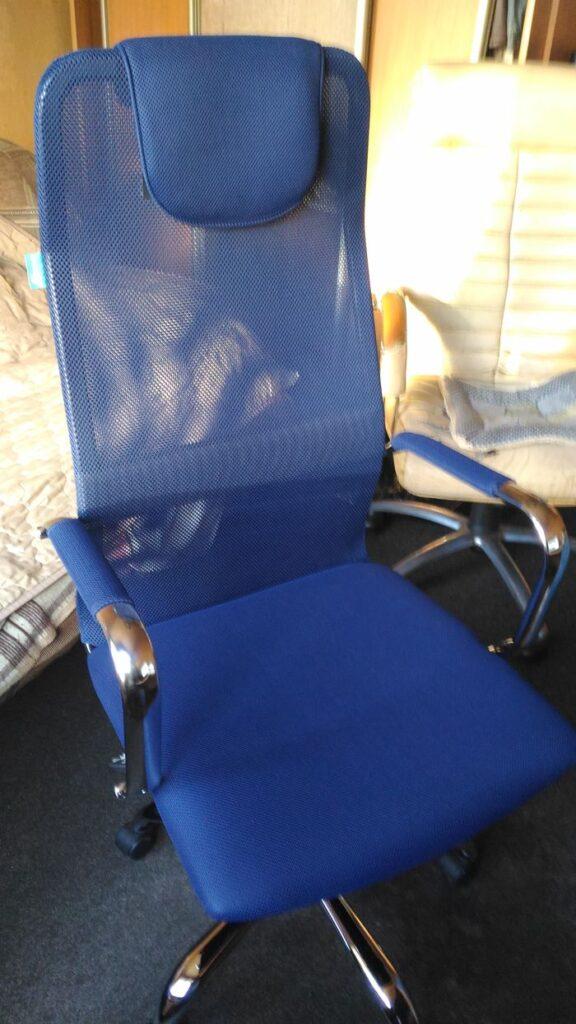 Компьютерное кресло Бюрократ с высокой спинкой, синяя сетка