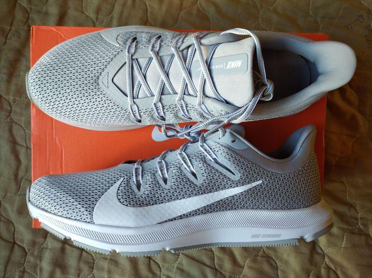 Светло-серые мужские кроссовки Nike Quest 2