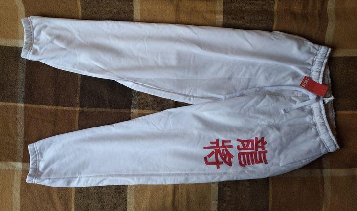 Мужские белые спортивные брюки с принтом в виде китайского иероглифа