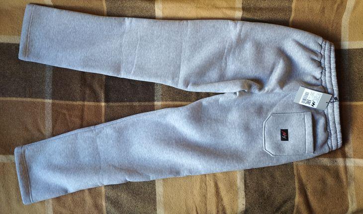 Зимние спортивные брюки российского бренда NM, вид сзади.