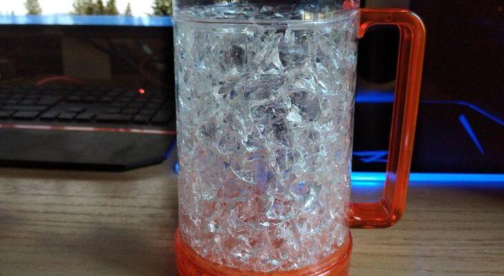Кружка для пива с охлаждением и двойными стенками